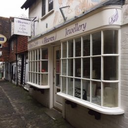 TOWN CENTRE SHOP TO LET