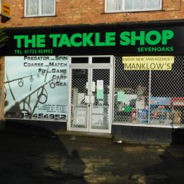 LOCK-UP SHOP TO LET